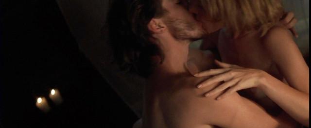 Bridget Fonda nude - Point of No Return (1993)