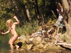 Diane Kruger nude, Ludivine Sagnier nude - Pieds nus sur les limaces (2010)