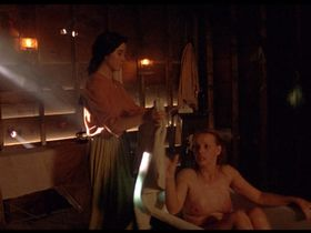 Regina Torne nude - Como agua para chocolate (1992)