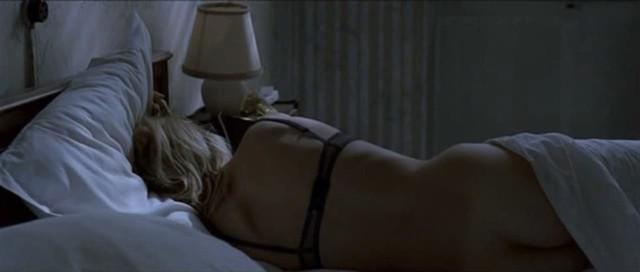 Veronica Novak nude - les marins perdus (2003)
