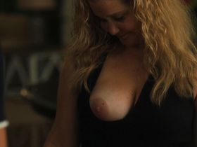 Amy Schumer nude - Snatched (2017)