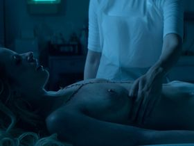 Cody Renee Cameron nude, Jena Malone sexy - The Neon Demon (2016)