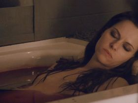 Emily Hampshire nude - Die (2010)