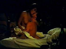 Elizabeth Hurley nude - El largo invierno (1992)