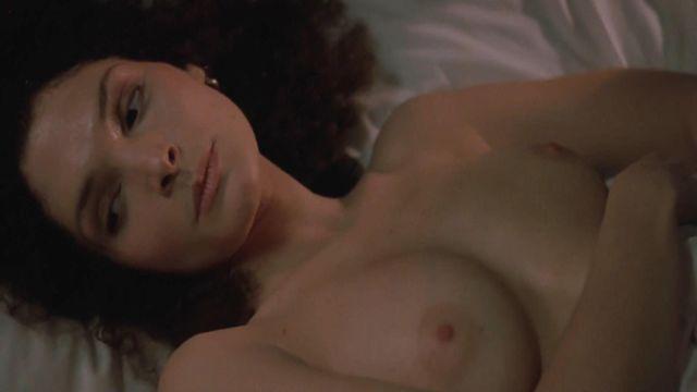 Mary elisabeth mastrantonio boobs