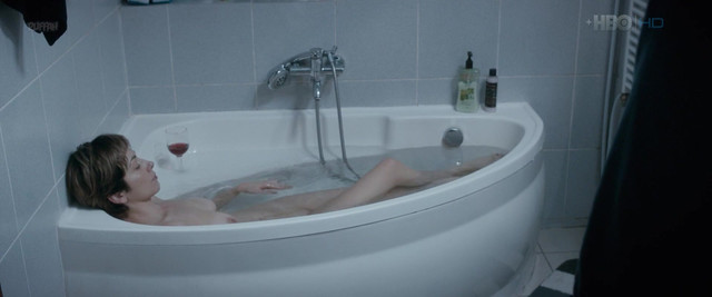 Cristina Florea nude - Perfect sanatos (2017)