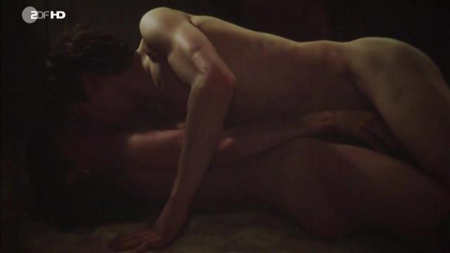 Geraldine Chaplin nude - L'adoption (1979)