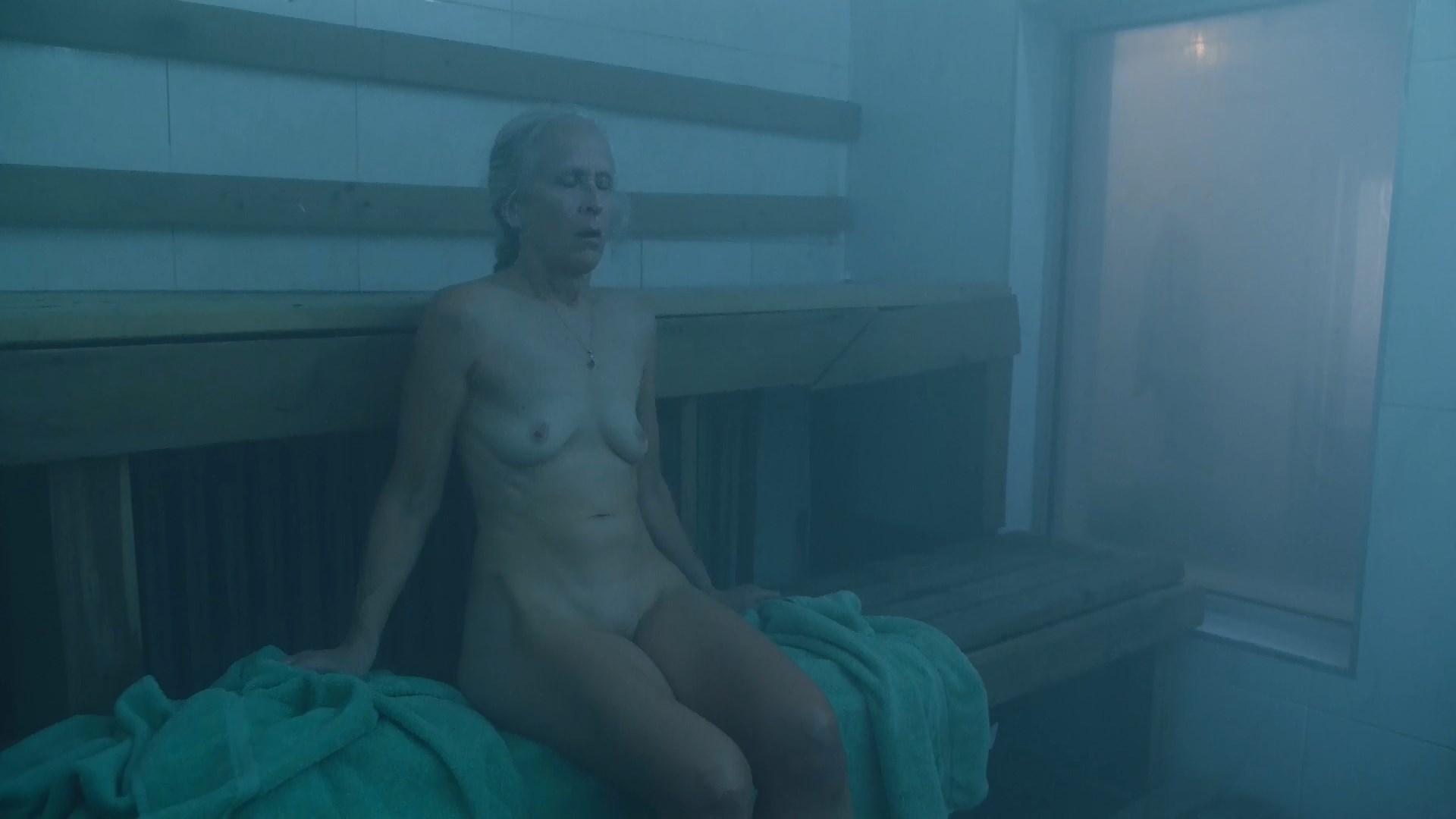 Ella Eyre  nackt