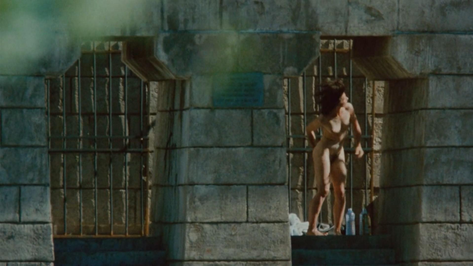 Juliette Binoche nude - Les amants du Pont-Neuf (1991)