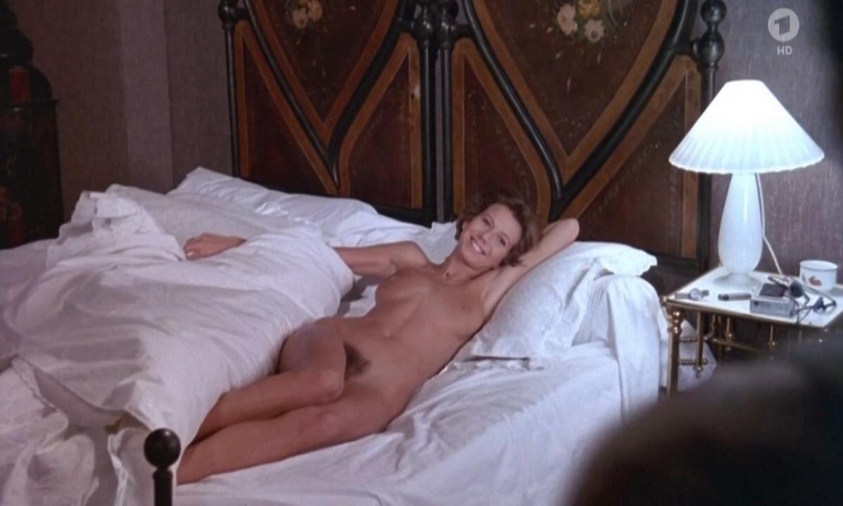 Fiona Gelin nude - Parole de flic (1985)