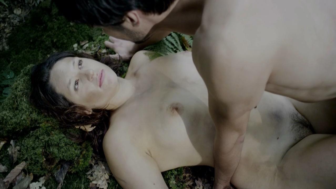 Tessie Herrasti nude - La Marche du Monde (2013)