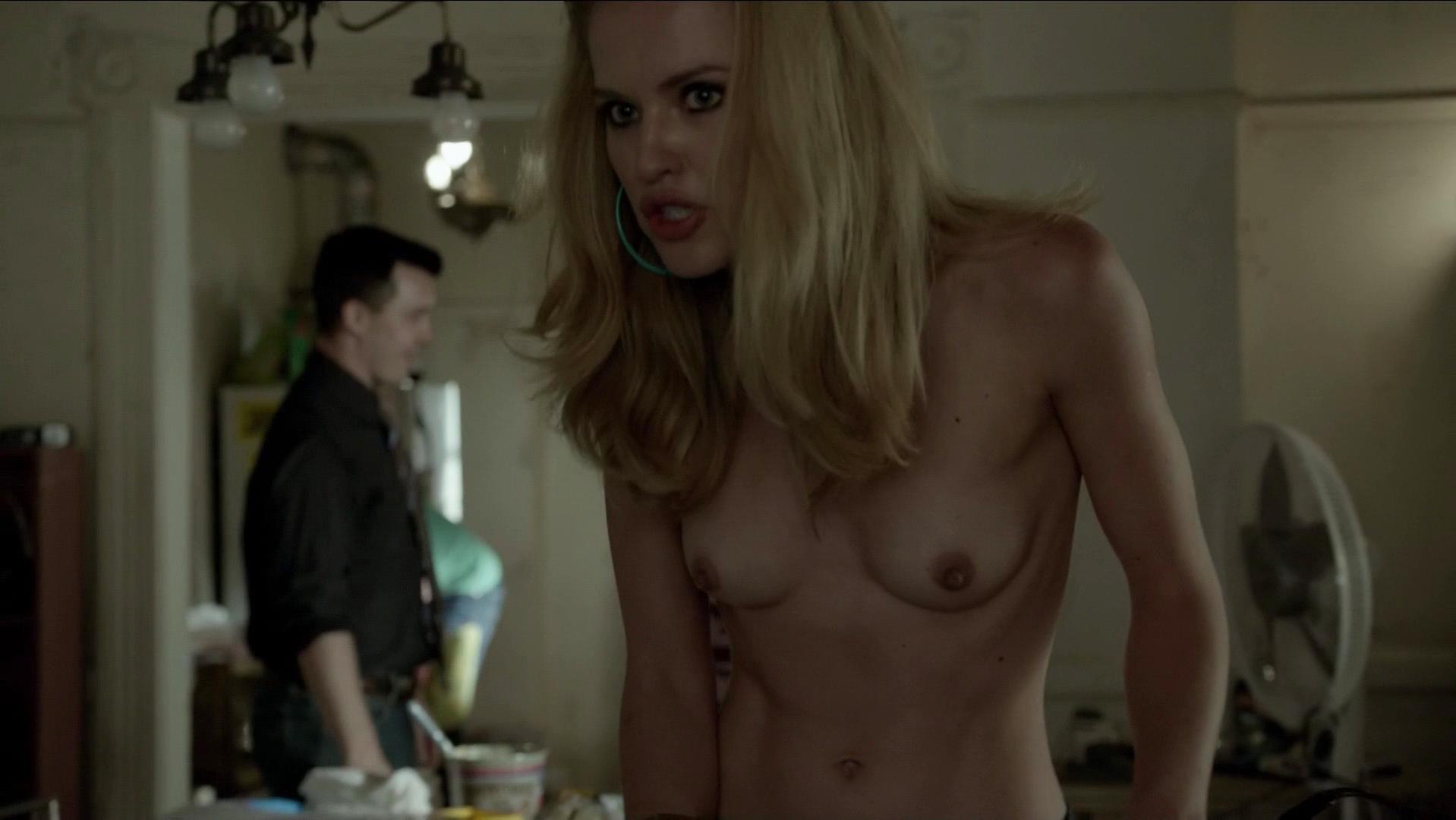 Ileana Huxleys nude, Emmy Rossum sexy - Shameless s05e01 (2015)
