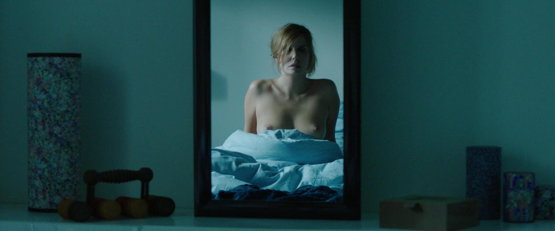 Laurence Arne nude - A coup sur (2014)