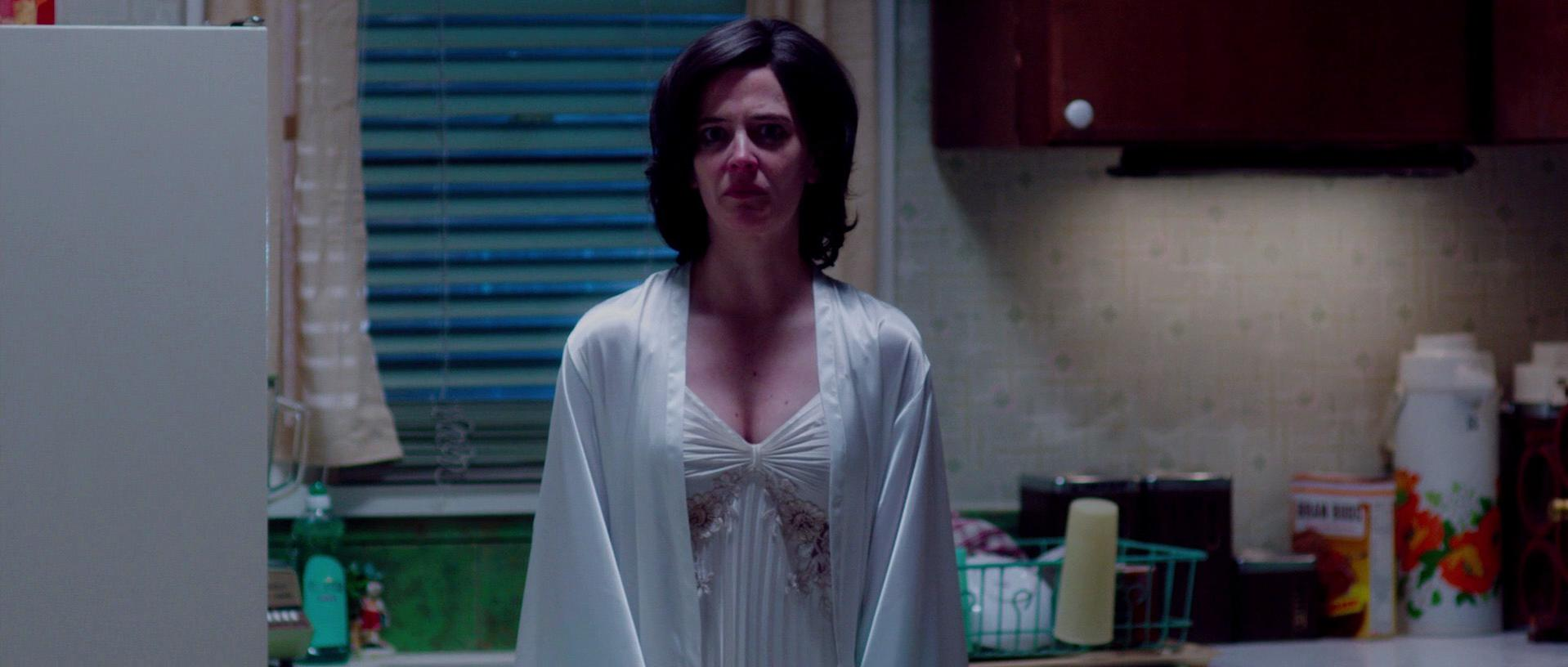 Eva Green sexy - White Bird in a Blizzard (2014)