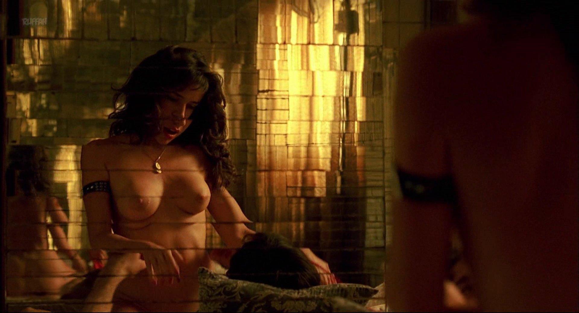 Flora Martinez nude - Rosario Tijeras (2005)
