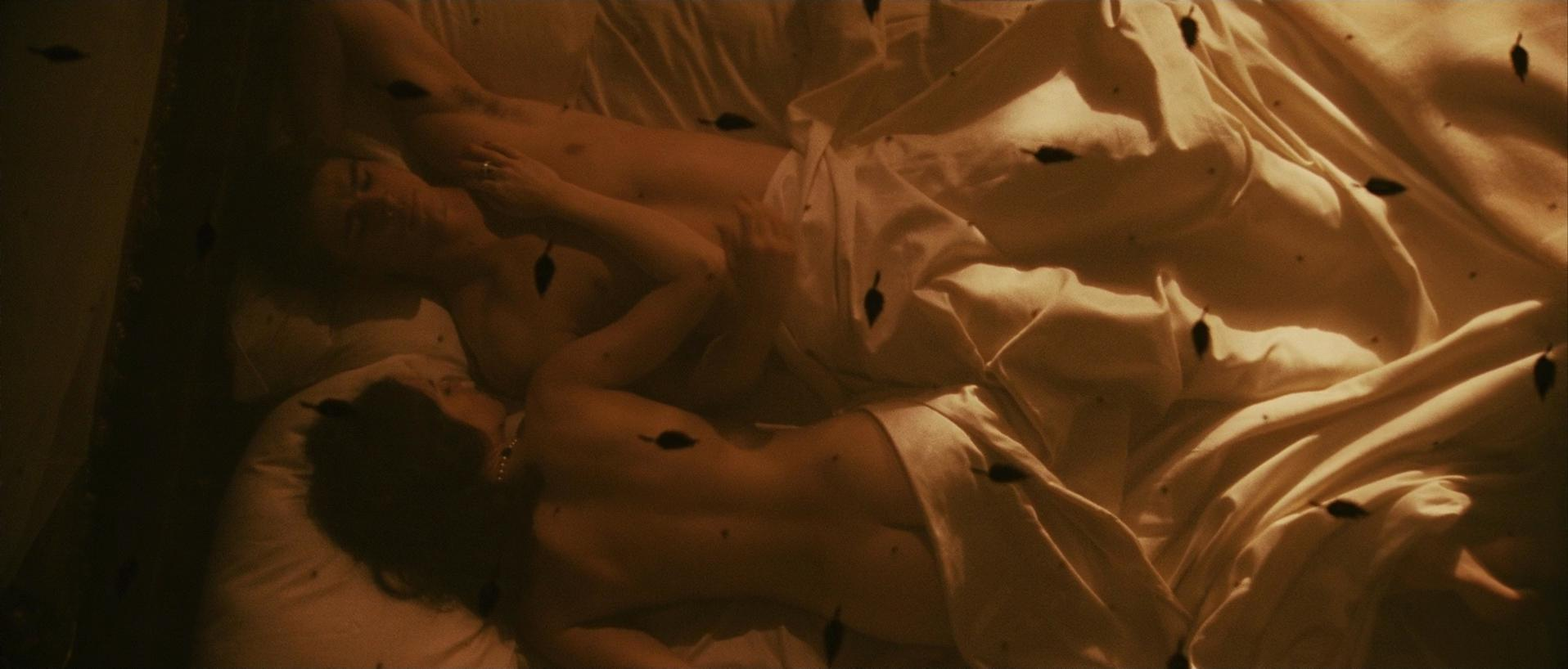 Hilary Swank nude - The Black Dahlia (2006)
