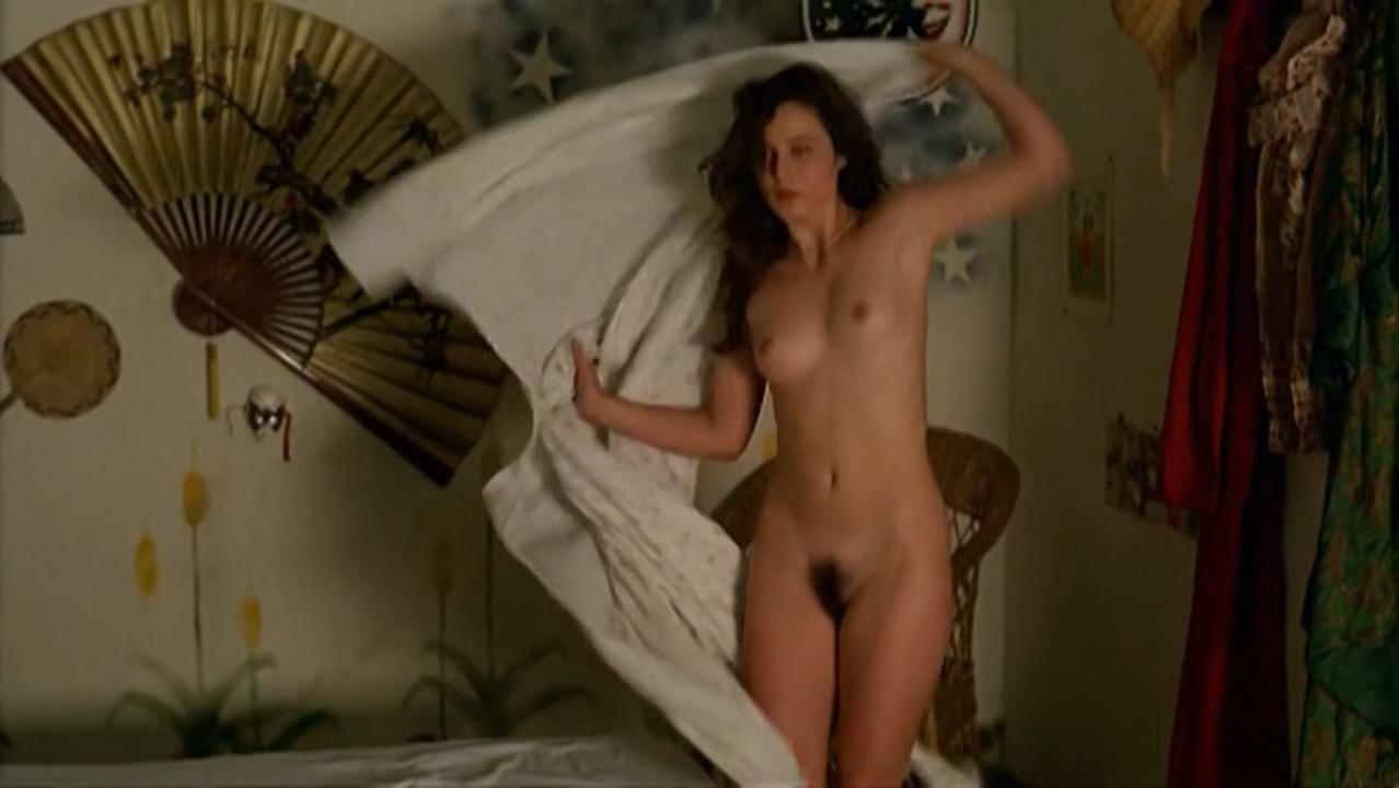 Aitana Sanchez-Gijon nude - Bajarse al Moro (1988)