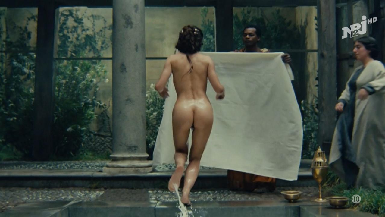 Bouquet nude scene carole