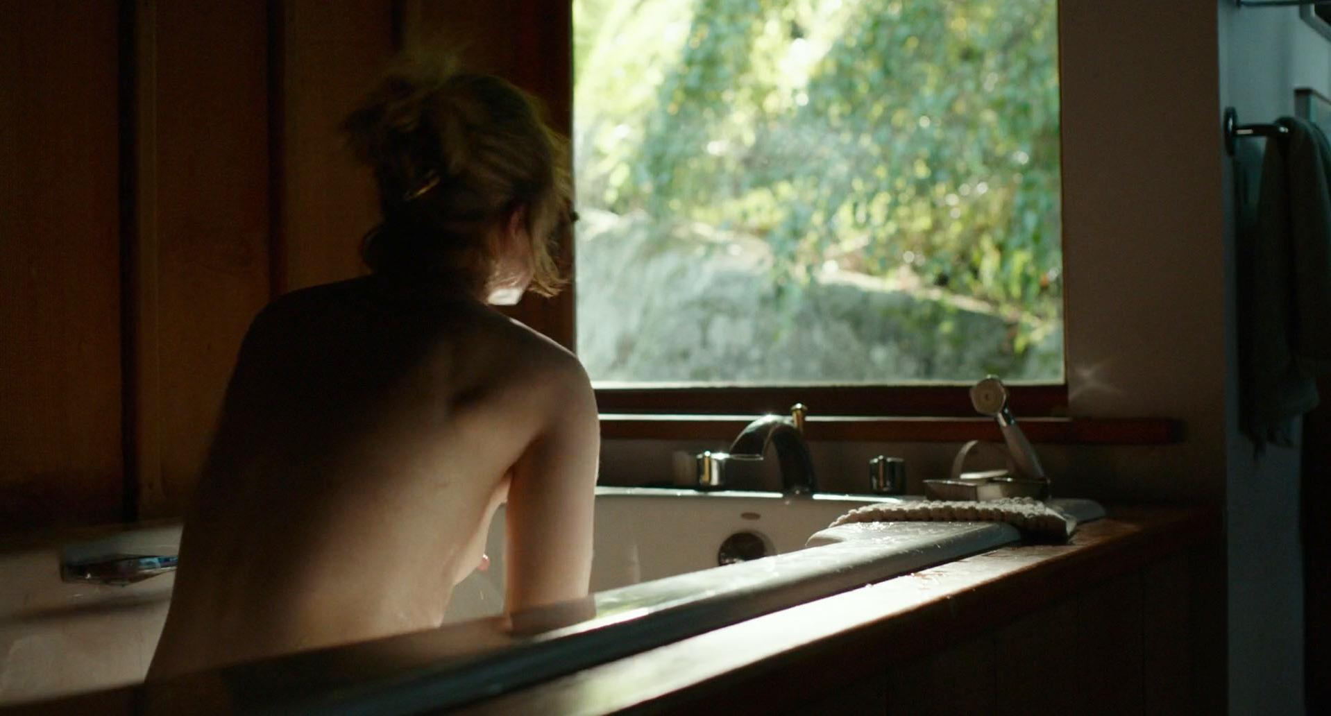 Evan Rachel Wood nude - Into the Forest (2015)