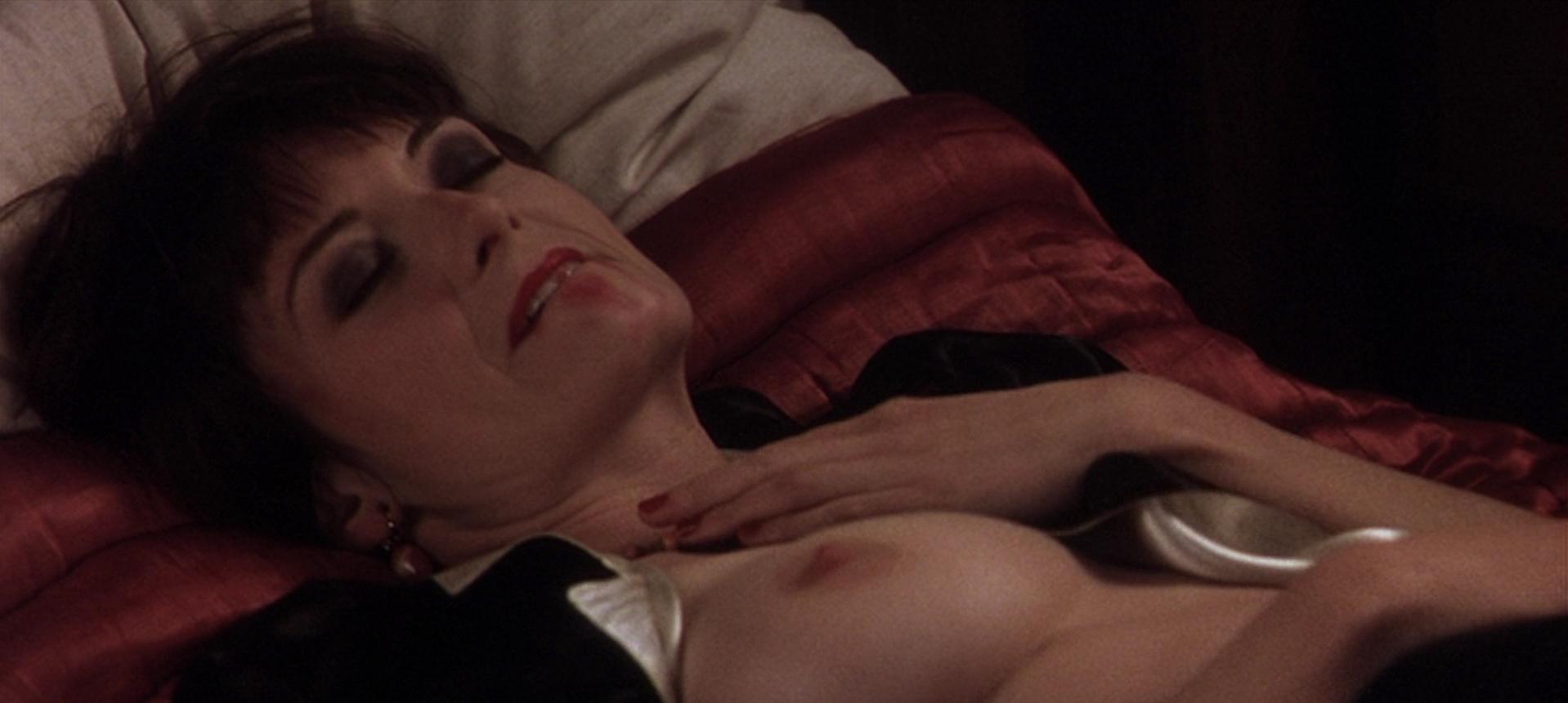 Catherine McCormack nude - Shadow of the Vampire (2000)