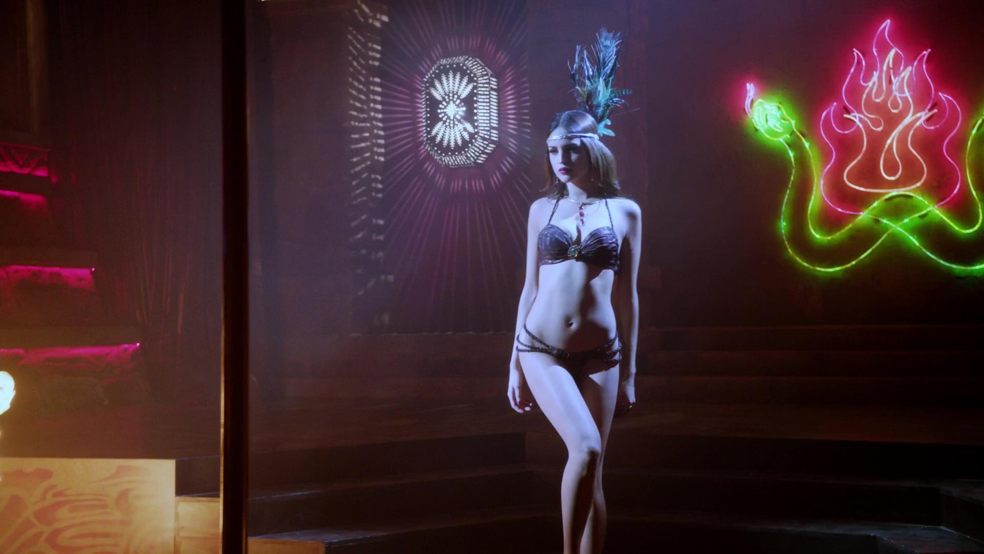 Eiza Gonzalez sexy - From Dusk Till Dawn s01e07 (2014)