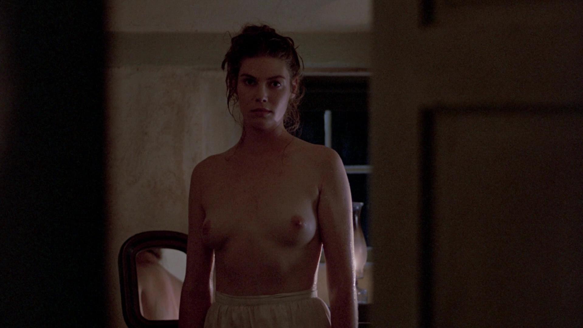 Kelly McGillis nude - Witness (1985)