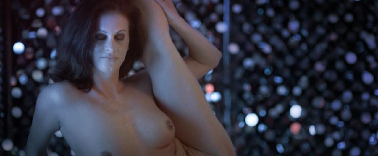 Anna Julia Kapfelsperger nude, Svenja Goebel nude - Fruchtfliegen (2013)