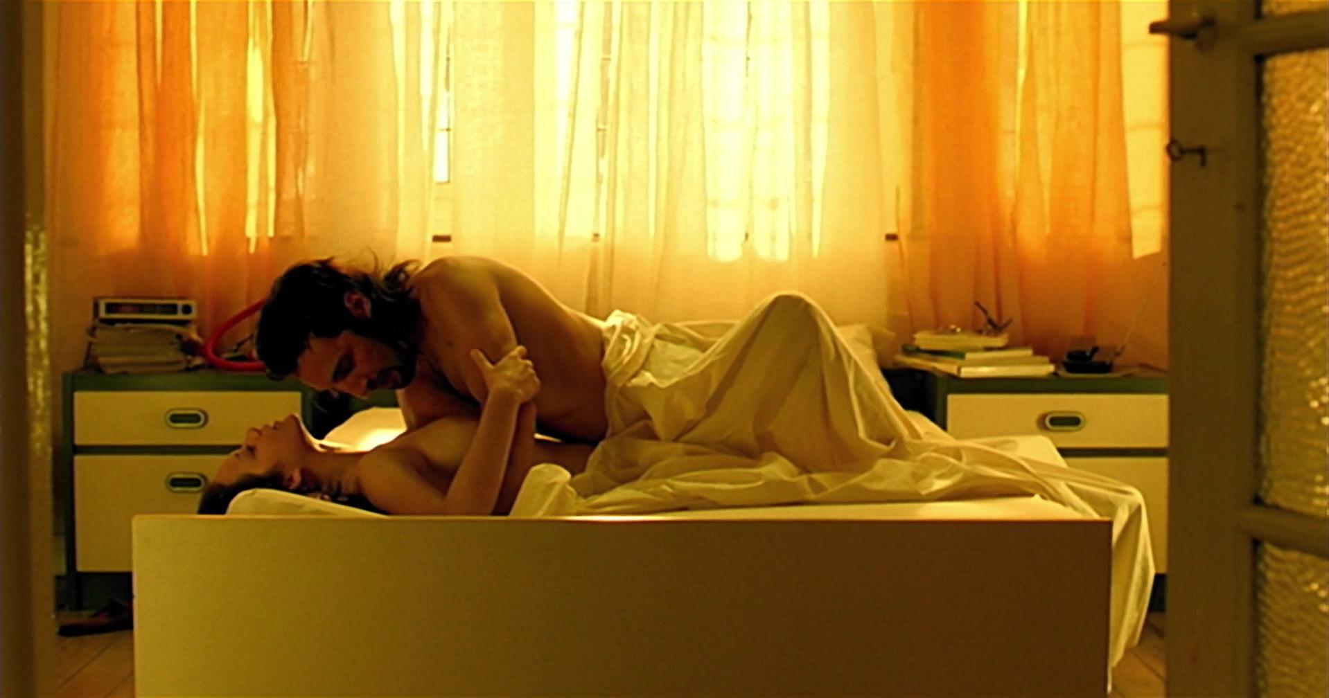 Marion Cotillard nude - Love Me if You Dare (2003)