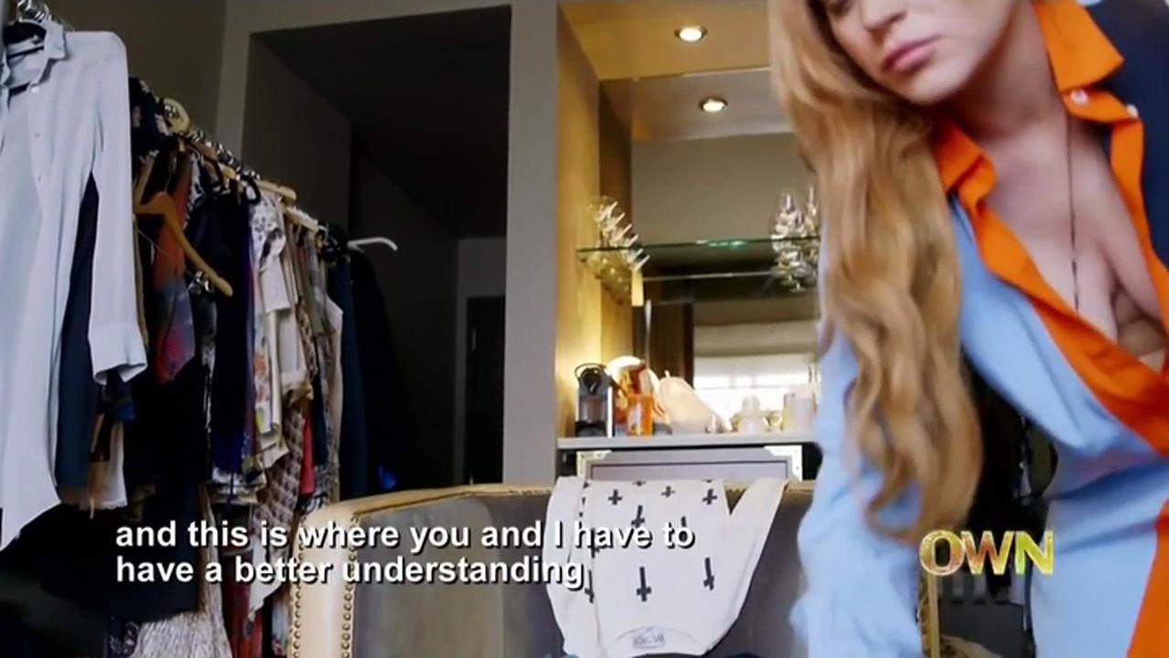 Lindsay Lohan sexy - Lindsay s01e02 (2014)