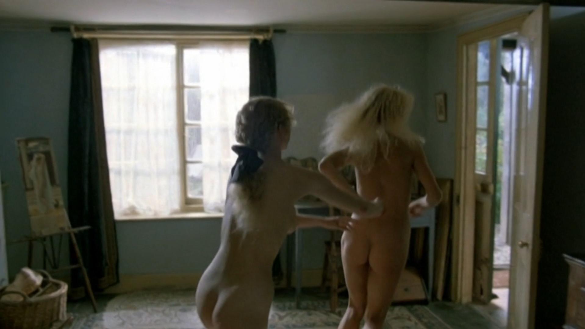 Amanda Donohoe Nude 85