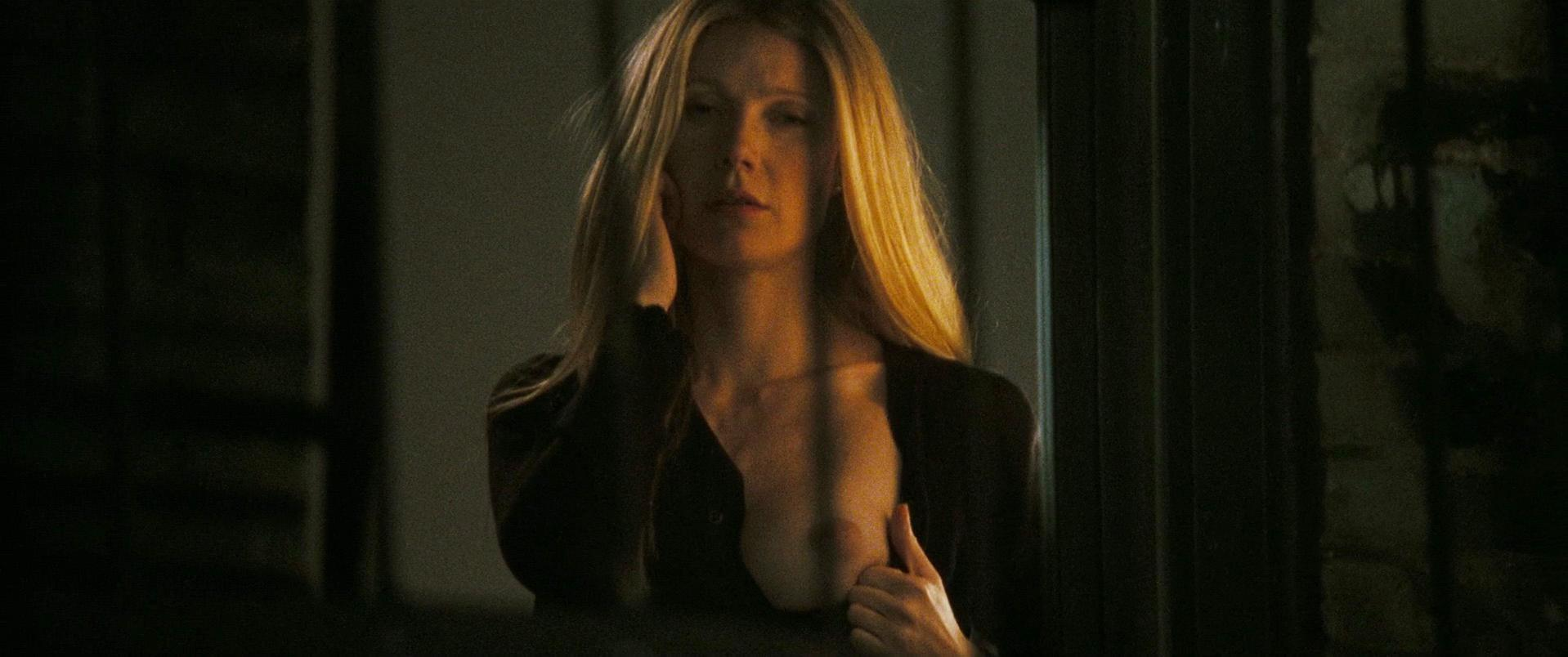 gweneth-paltrow-topless-video-hot-roast-slut