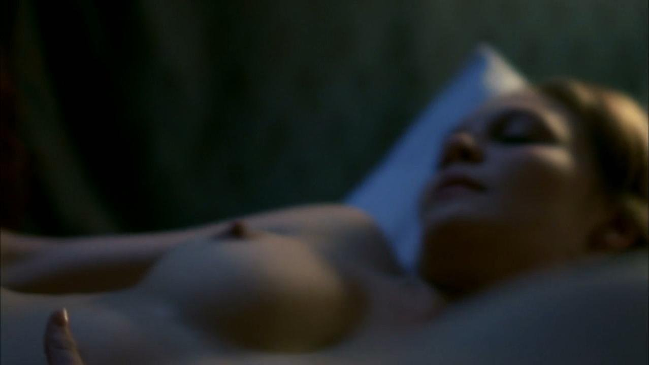 kathleen robertson naked