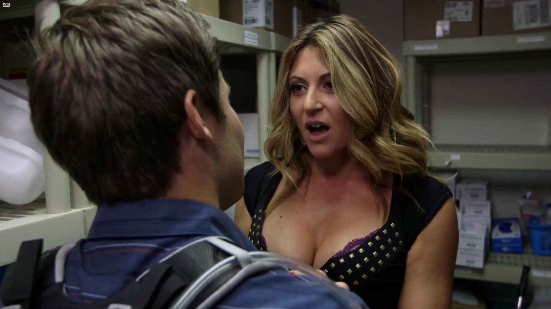 Cerina Vincent sexy - Workaholics s04e05 (2014)