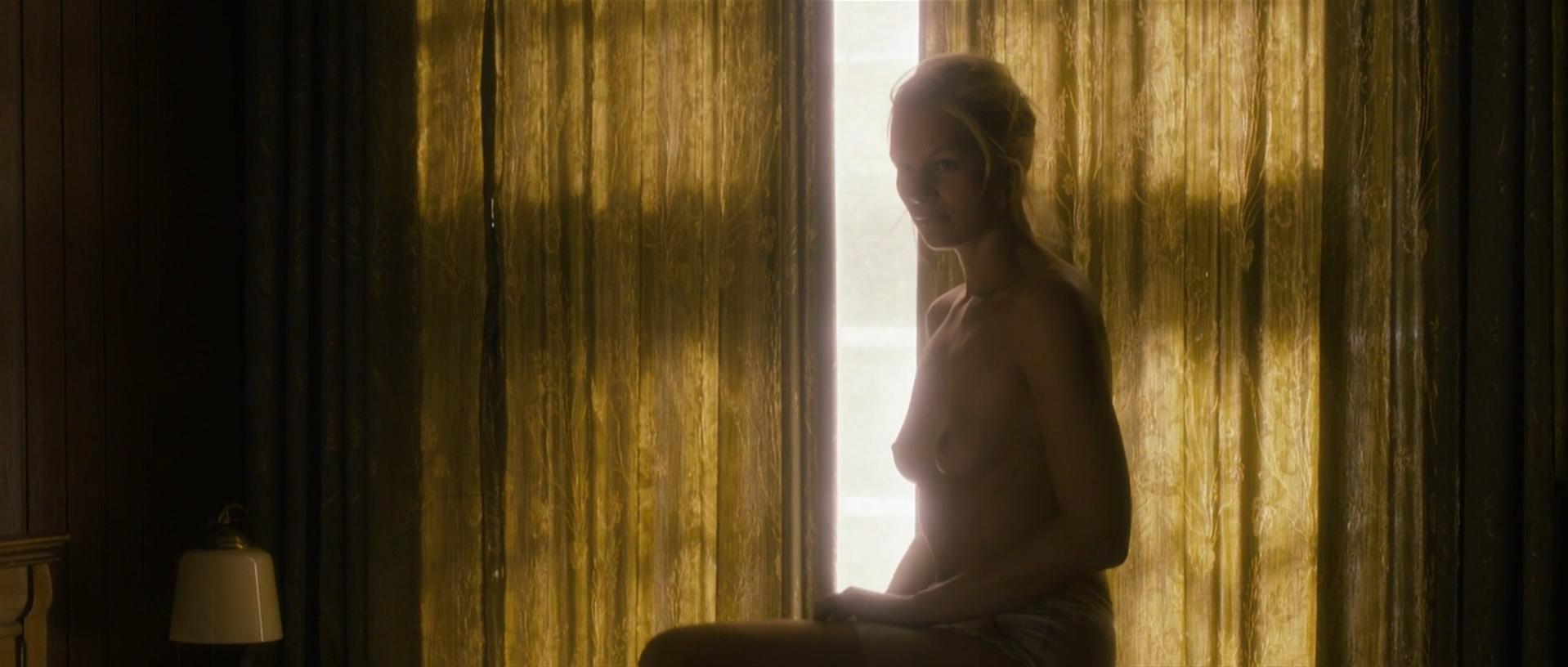 Anne Schramm nude, Hannah Herzsprung nude - Der Geschmack von Apfelkernen (2013)