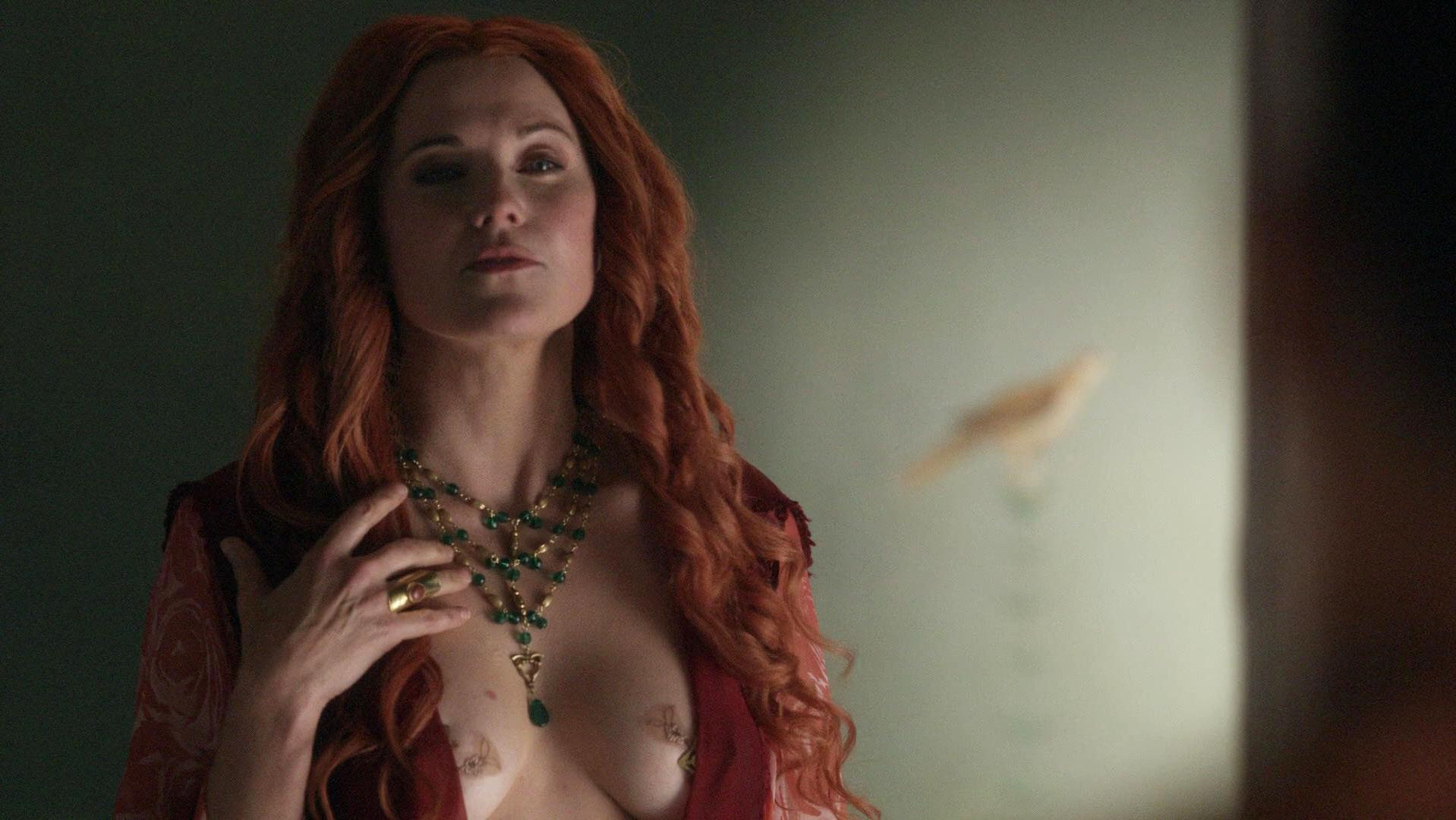 Lucy Lawless sexy - Spartacus: Blood and Sand s01e03-04 (2010)