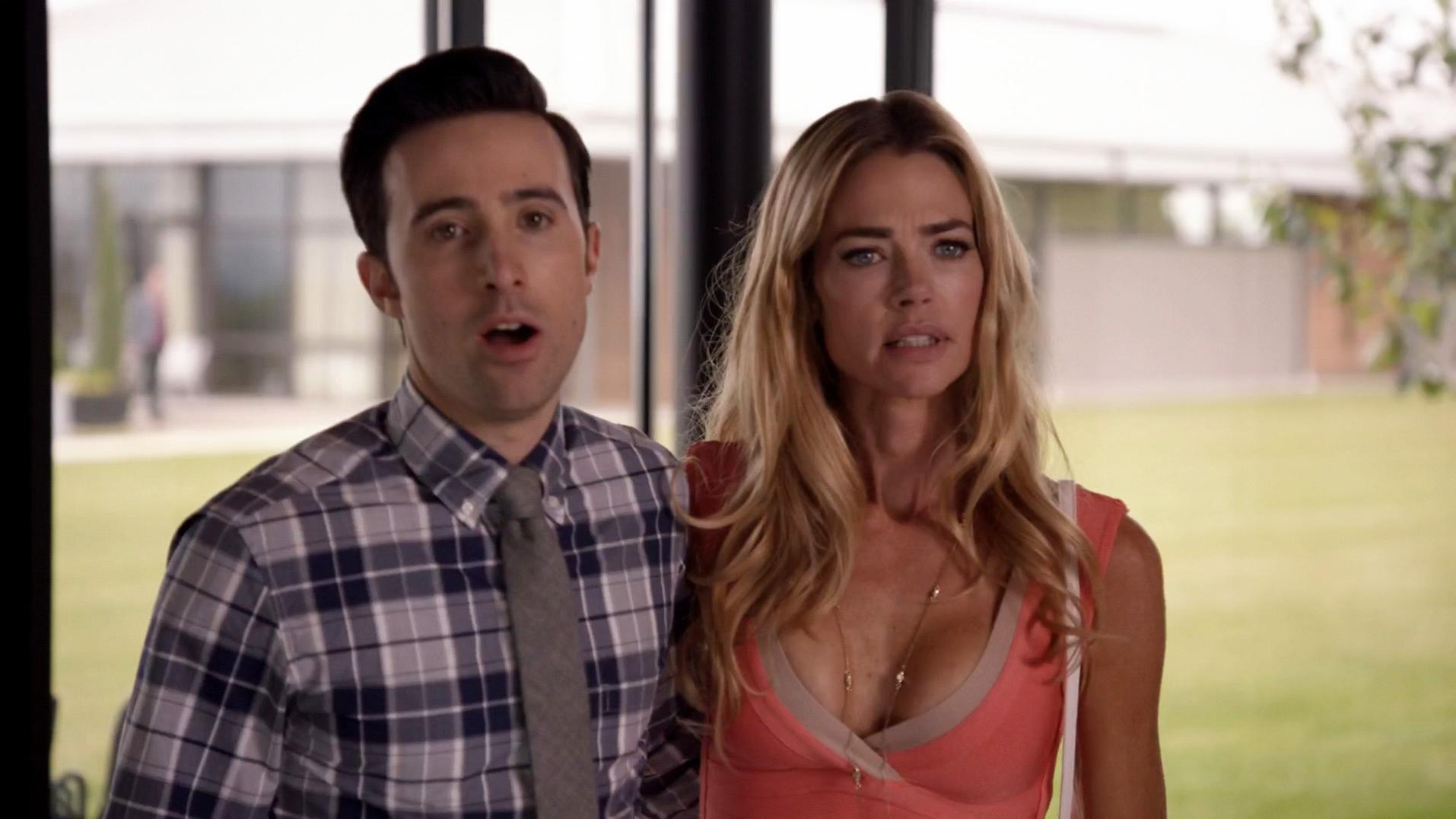 Denise Richards sexy - Significant Mother s01e02 (2015)