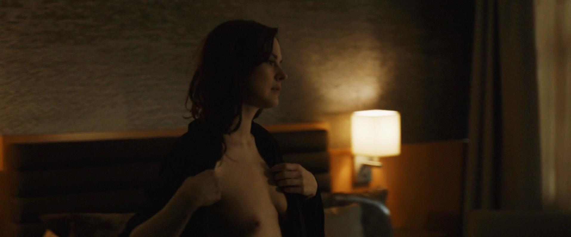 Alexandra Breckenridge nude - Zipper (2015)