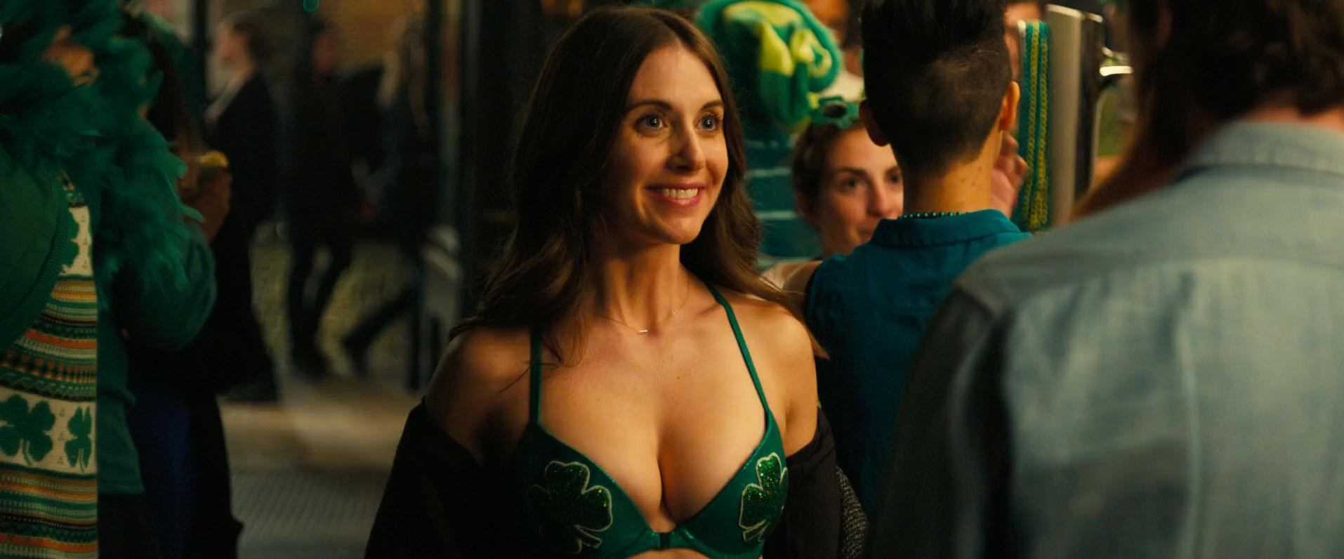 Alison Brie sexy - How to Be Single (2016)