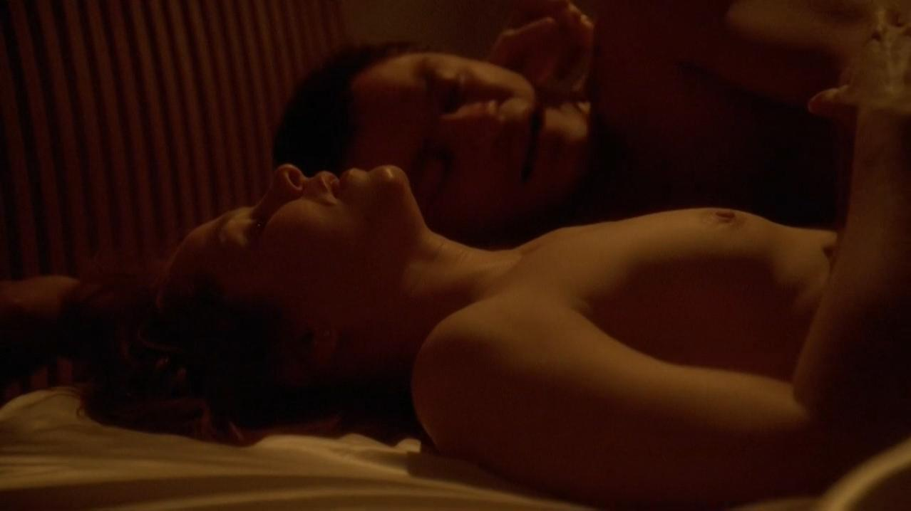 Deirdre Lovejoy nude - The Wire s01e03 (2002)