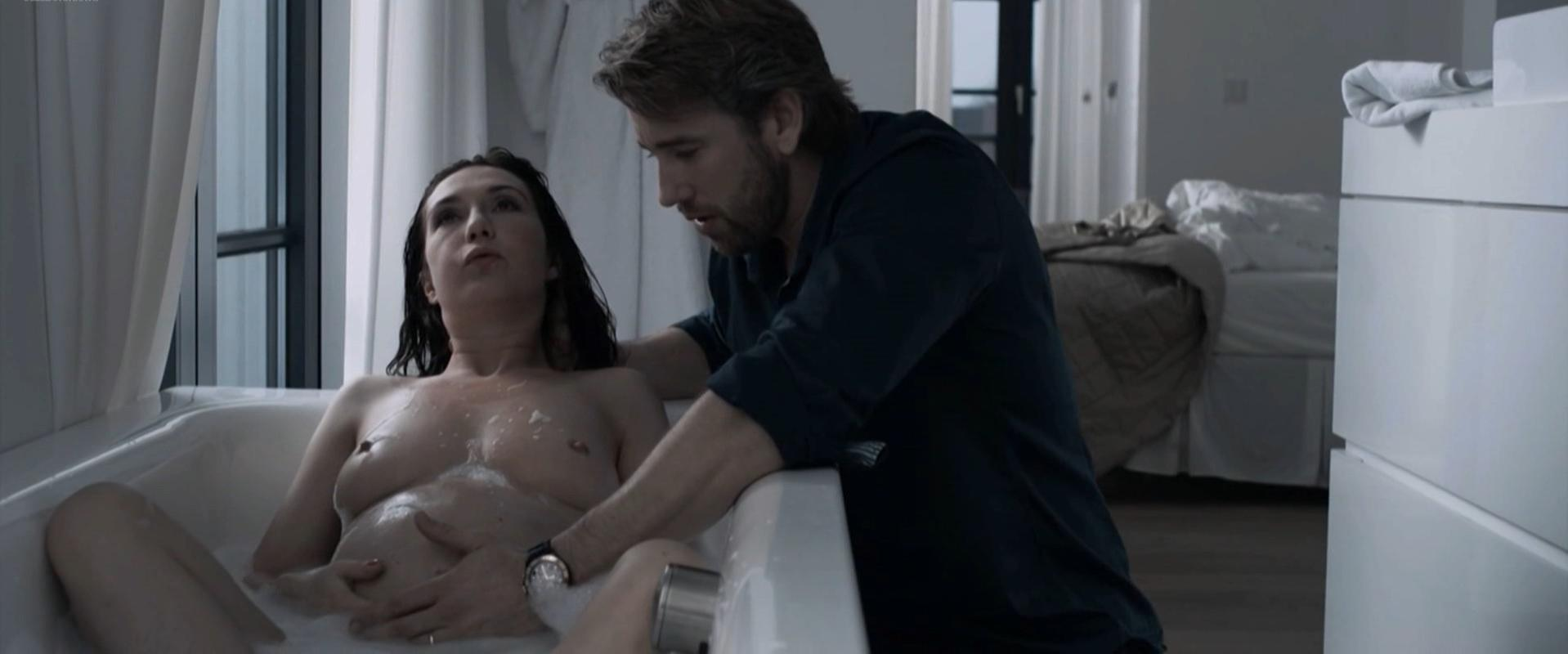 Carice van Houten nude - The Happy Housewife (2010)