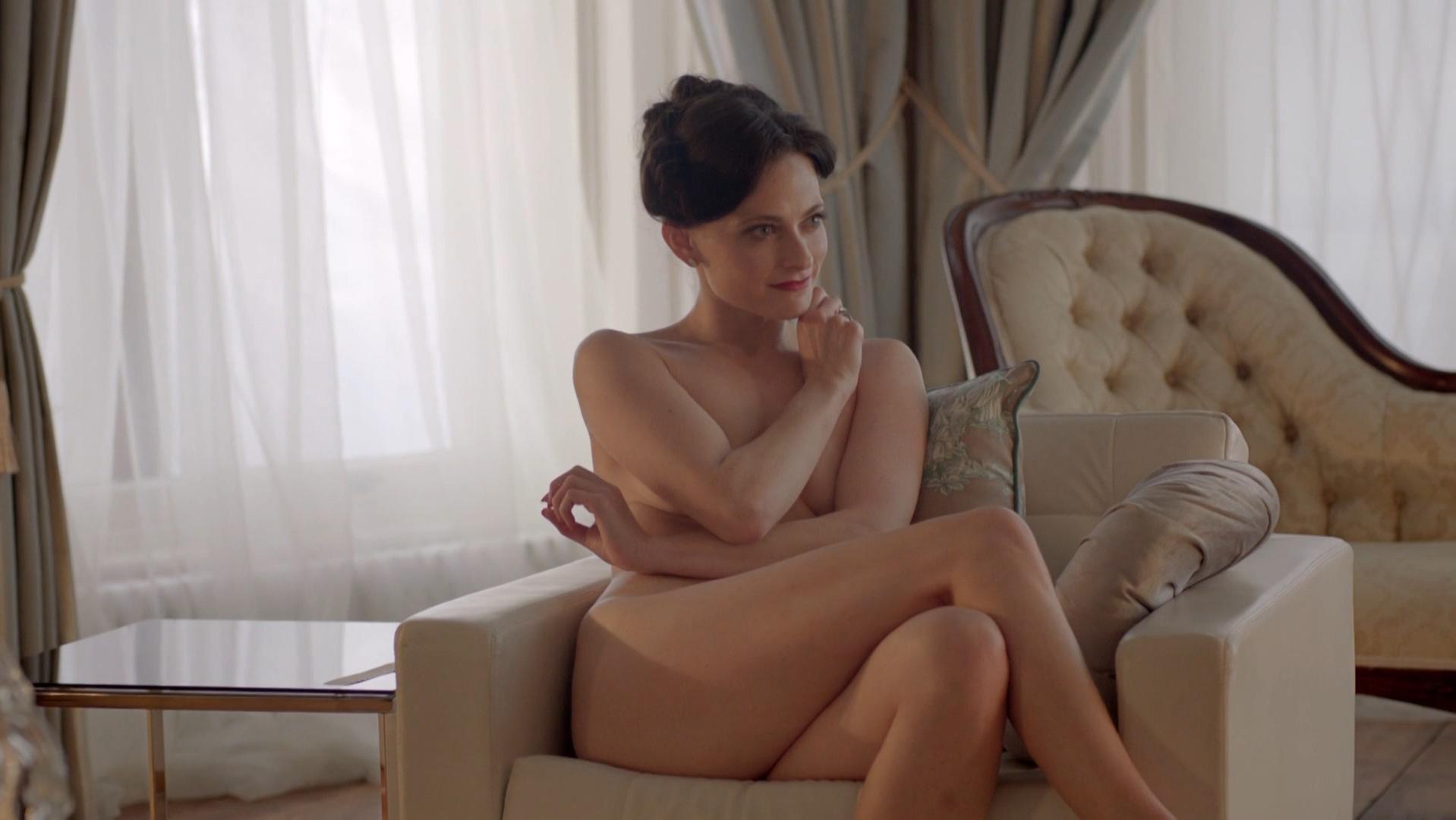 Lara Pulver nude - Sherlock s02e01 (2012)