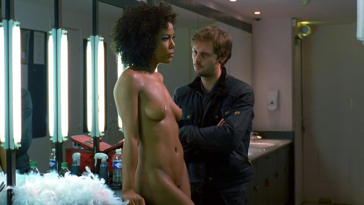 Naamah Saint-Hilaire nude - underwearquo s01e07 (2009)