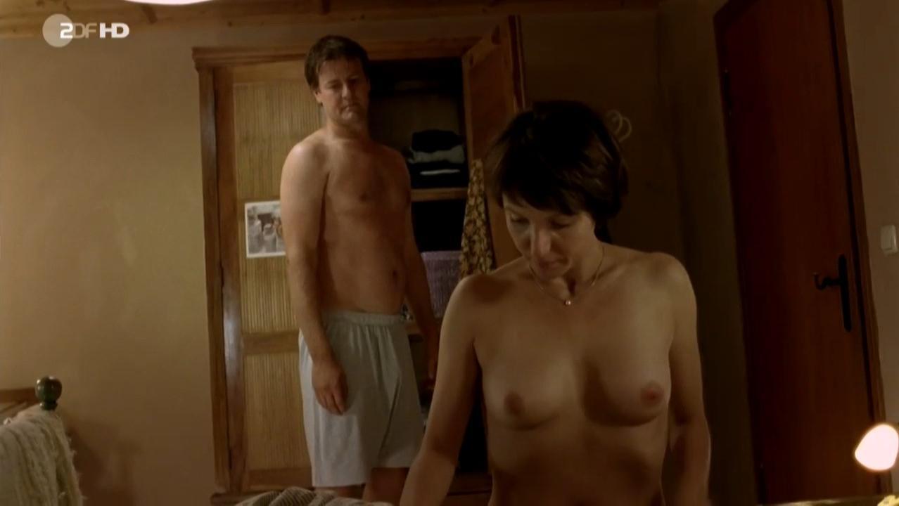 Julia Koschitz nude - Todliche Versuchung (2013)