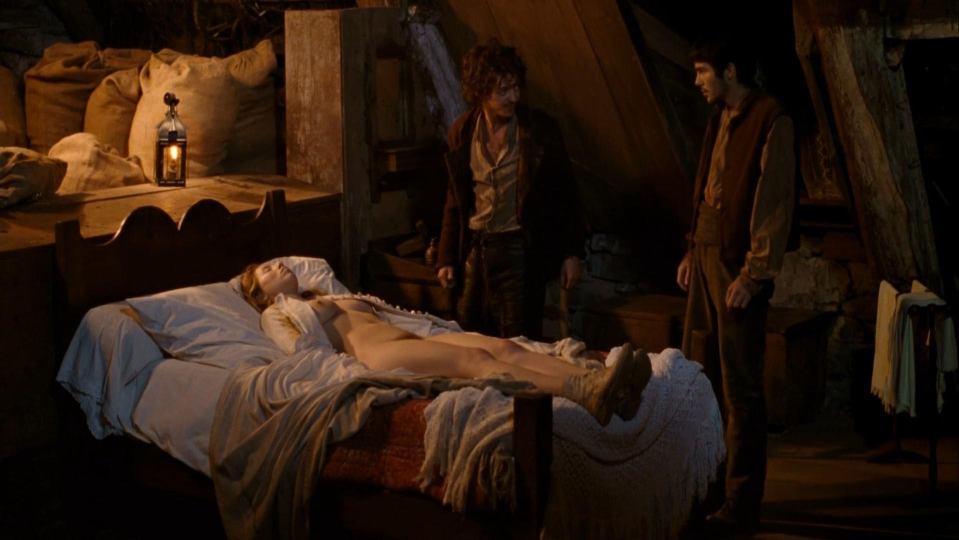 Isild Le Besco nude - Au fond des bois (2010)