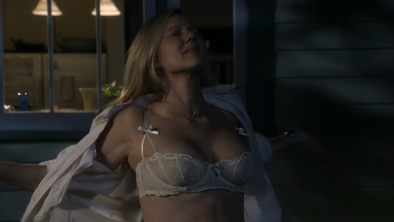 Laura Linney nude, Cynthia Nixon nude - The Big C. s01-02 (2010-2011)