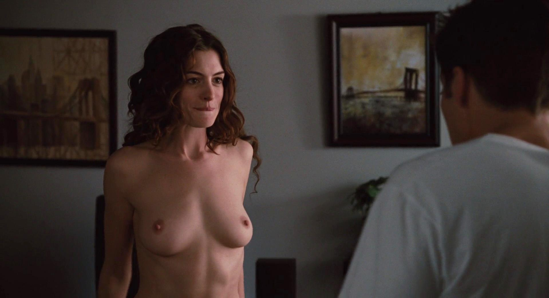 Anne Hathaway nude - Love and Other Drugs (2010)