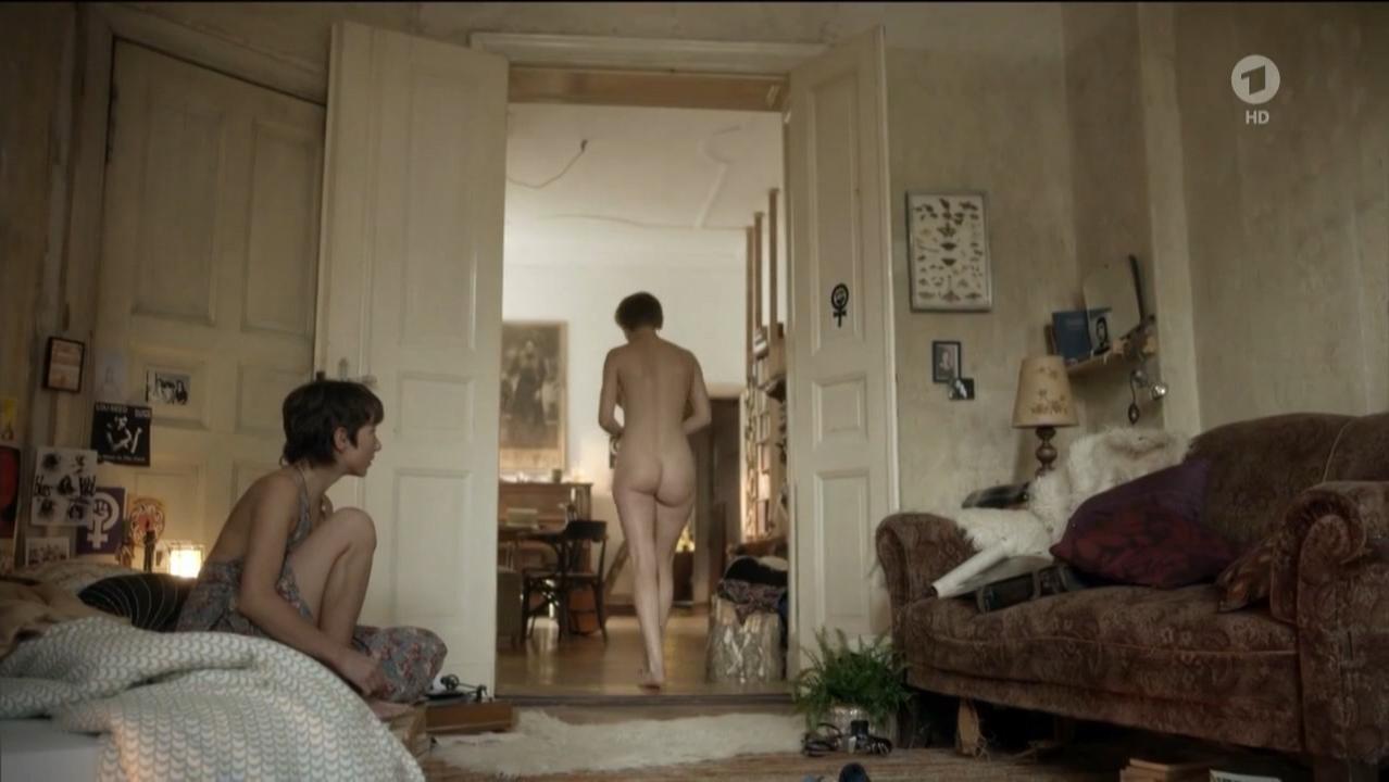 Julia Koschitz nude, Lena Lauzemis nude, Anna Julia Kapfelsperger nude - Unsichtbare Jahre (2015)
