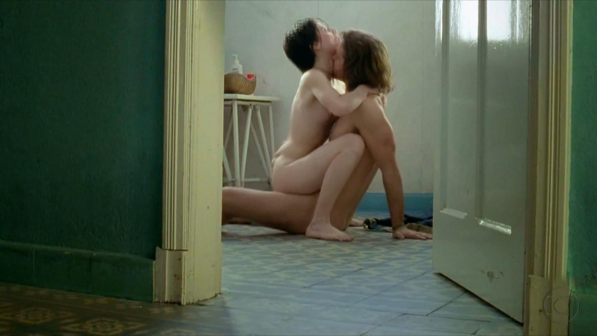 Ana de armas sex in a bath tub in por un punado de besos - 1 part 5