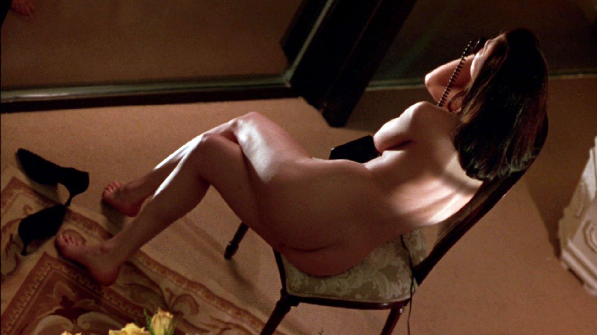 Linda Fiorentino nude - Jade (1995)