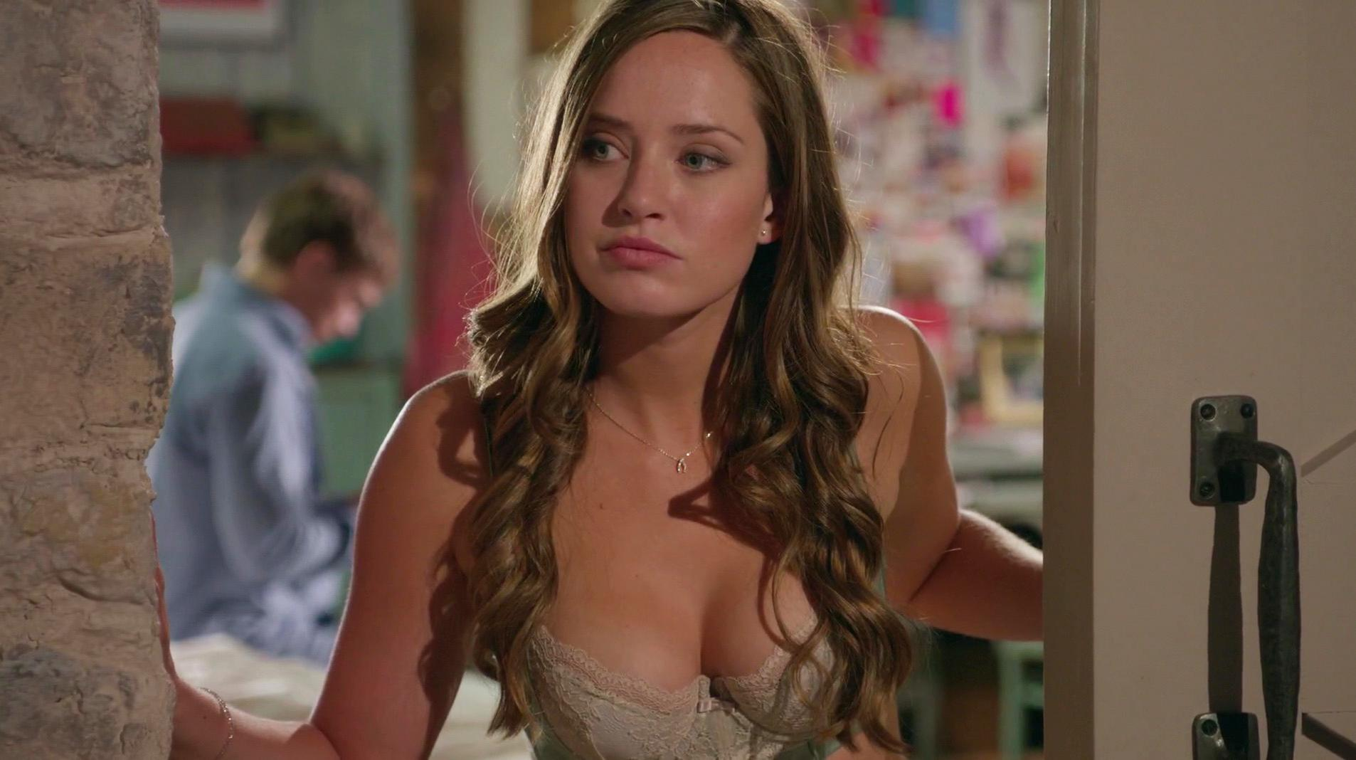 Merritt Patterson sexy - The Royals s01e07 (2015)
